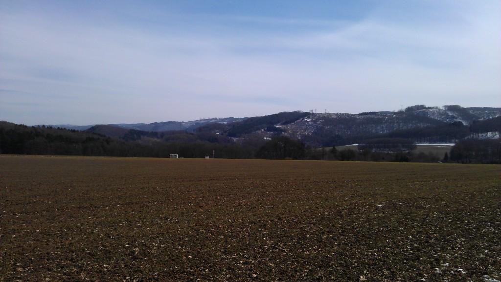 Auf dem ersten Hügel, noch ohne Schnee.